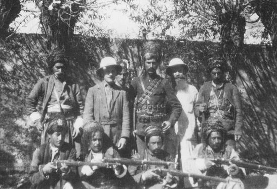 Kurds with missioners (1910)